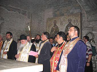 молебен над моштите на свети Кирил Солунски во базилика на Свети Климент Римски во Рим