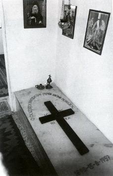 гробот на Старец Јосиф Спилеот